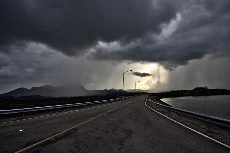 The long road, Khao Sok National Park (Andy Webb)
